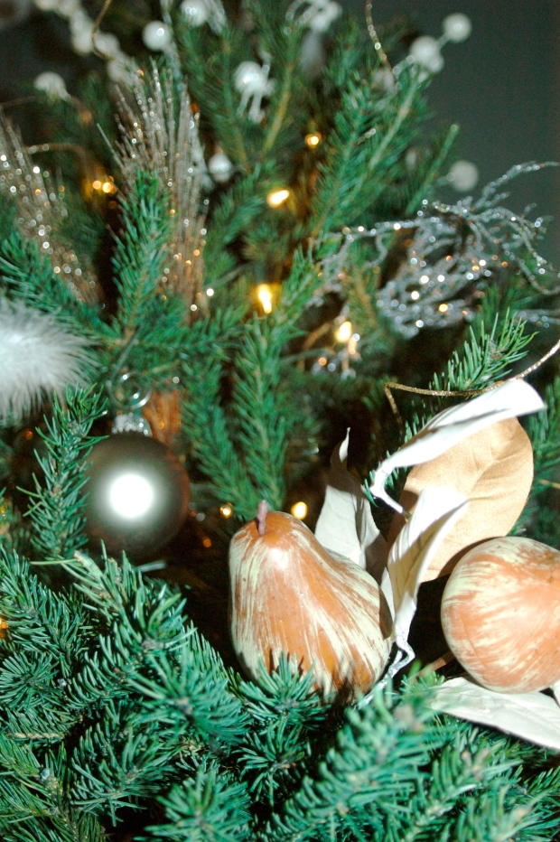 A few natural elements give the tree a rustic and cozy feel.