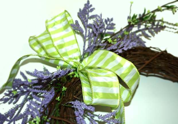 SPRING WREATH : add first bow